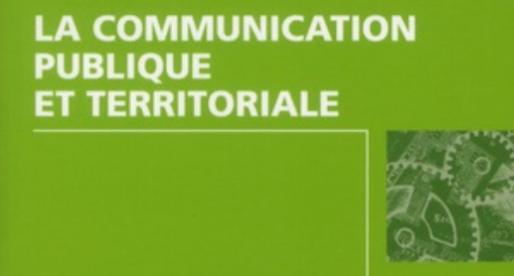 Faire ses premiers pas en communication publique et territoriale, avec le livre de Dominique Mégard