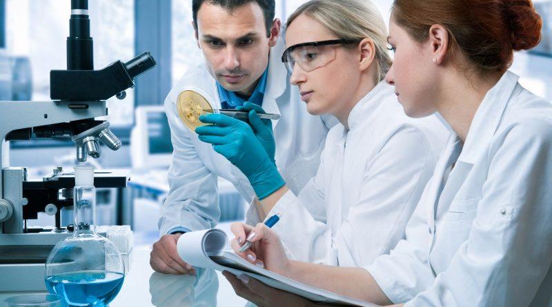 Photo d'une équipe en laboratoire pour illustrer le secret de l'engagement sur Google+
