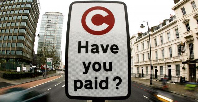 Photo d'une pancarte de péage à Londres