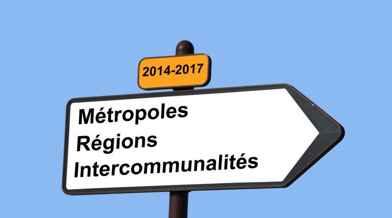 """Infographie représentant une pancarte routière """"Métropoles, régions et intercommunalités"""", direction la réforme territoriale!"""