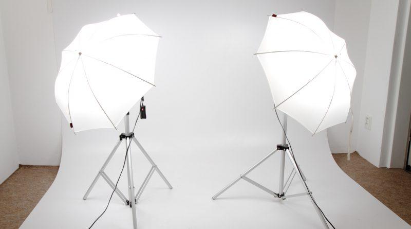 Photo représentant l'installation d'un shooting avec lumières