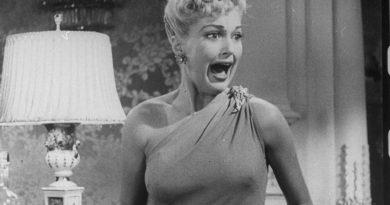 Capture écran d'un film hollywoodien en noir et blanc