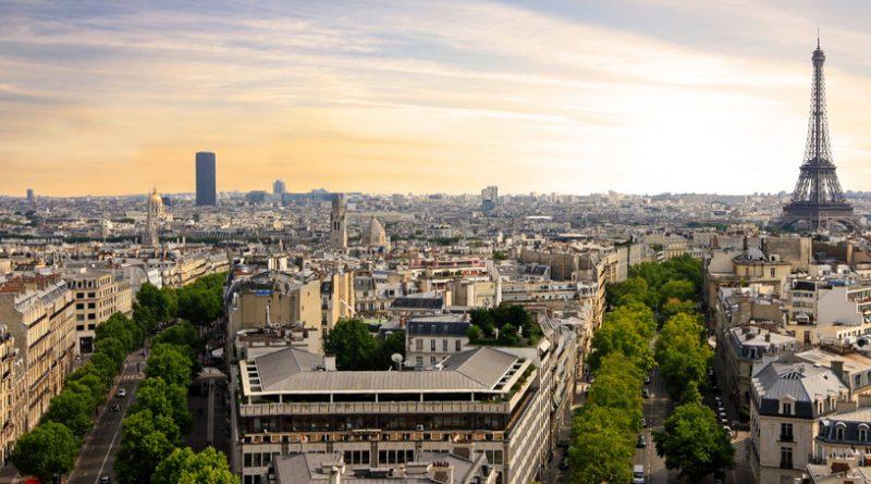 Vue de Paris sur la Tour Eiffel et la tour Montparnasse