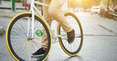 Photo d'un vélo en ville